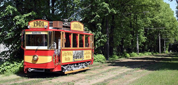 retro tramvajs ceļā uz Mežaparku
